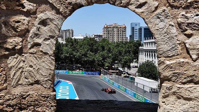 Verstappen nyerte az első, Perez a második edzést