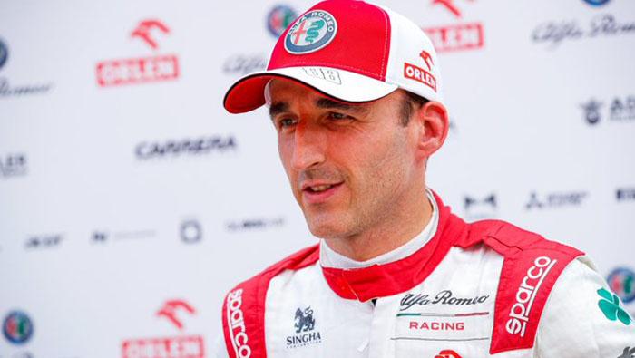 Kubica is autóba ül a Hungaroringen