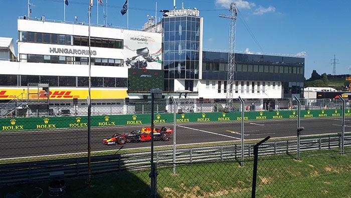 Verstappen nyerte az első, Bottas a második edzést